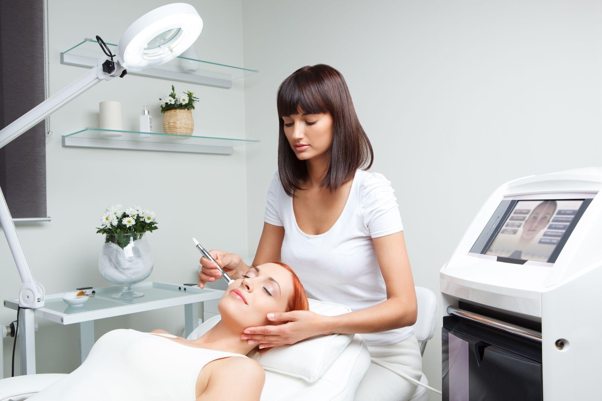 5 tratamentos estéticos mais comuns para a pele do rosto