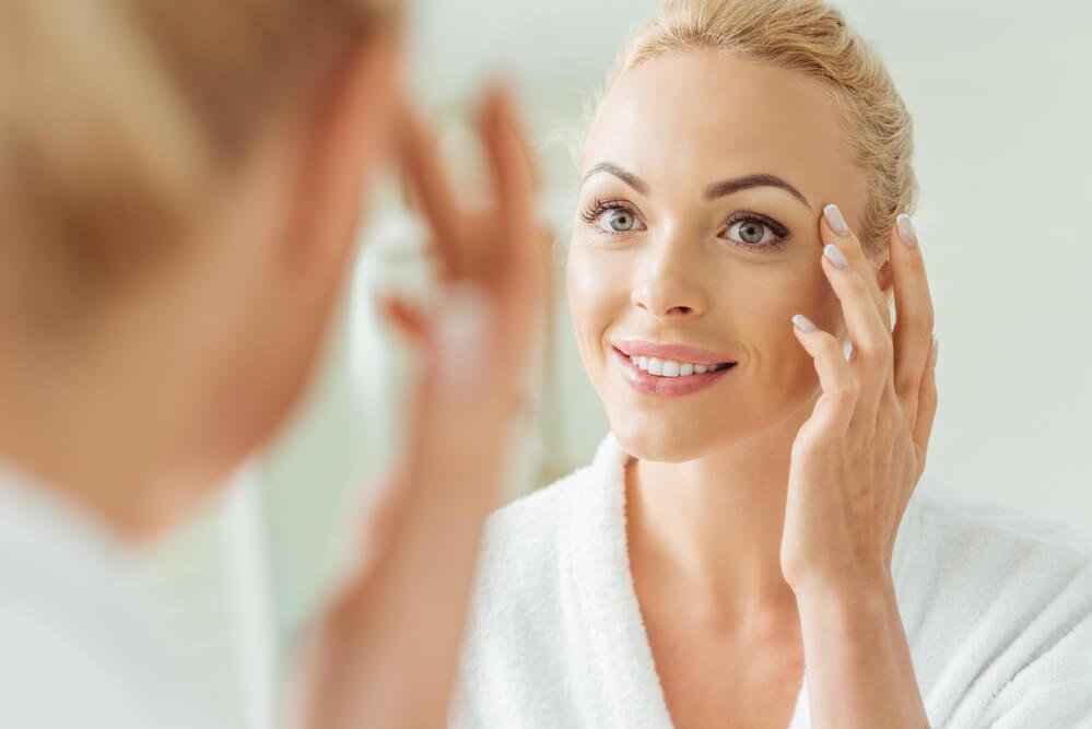 Conheça os benefícios e aprenda como fazer massagem facial