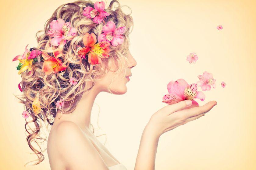 Penteados decorados: descubra como usar essa tendência no dia-a-dia