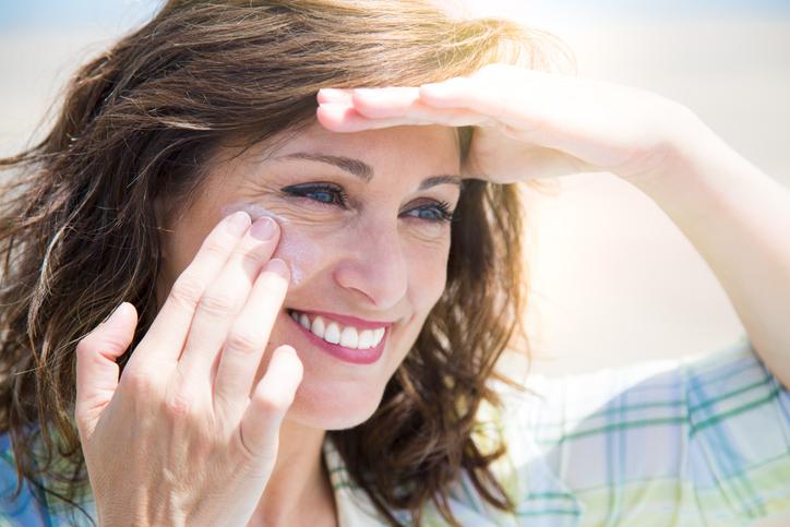 Saiba como usar o protetor solar com 8 dicas